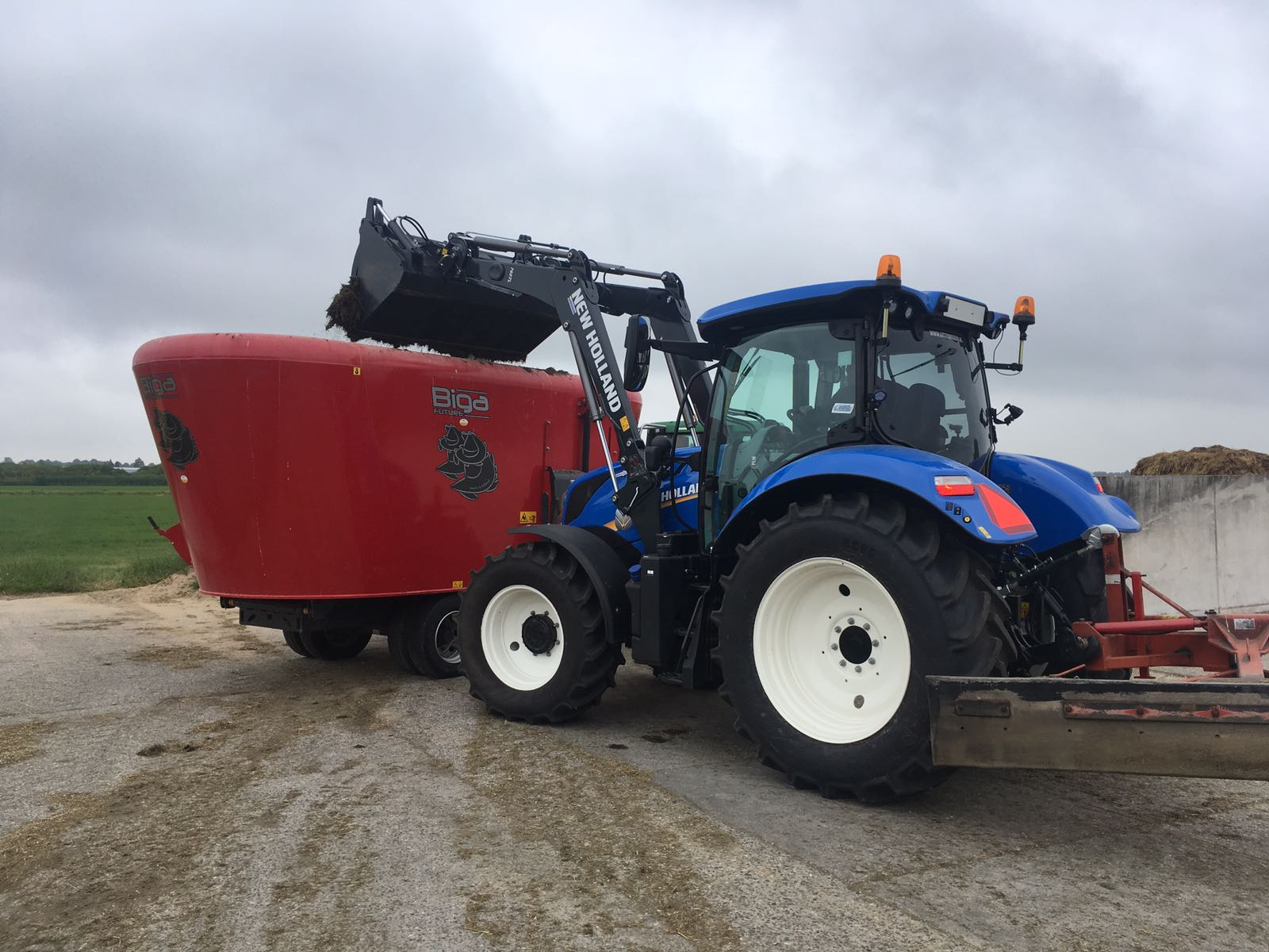 Nieuwe T6.145 met voorlader geleverd in de Bommelerwaard