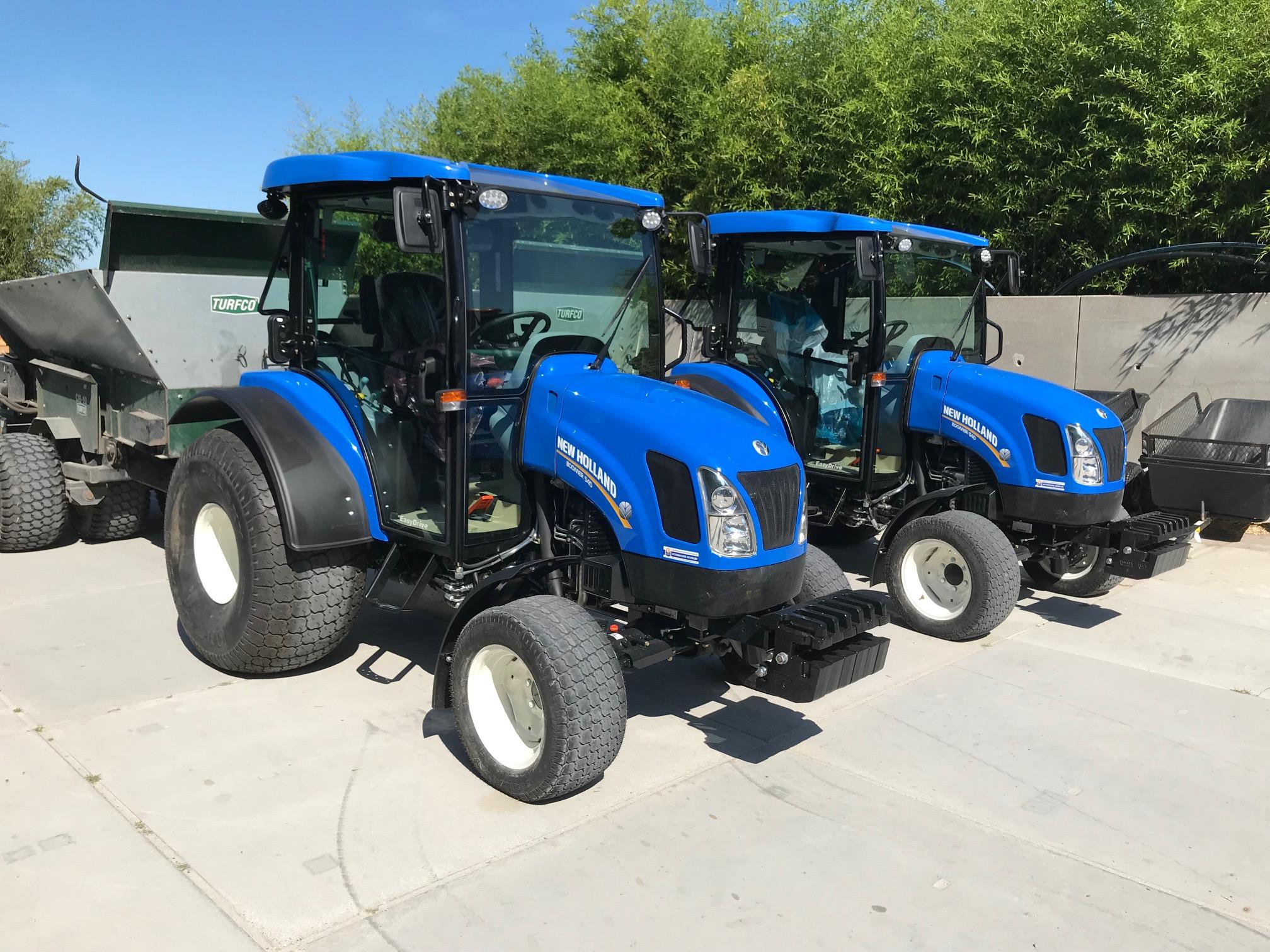 Twee nieuwe New Holland Boomer 54D tractoren geleverd.